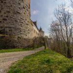 wunderbarer Weg ums Schloss